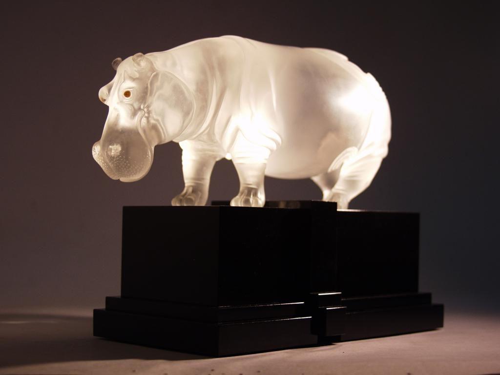 Quartz stone hippo by hardstone carving artist Dmitriy Emelyanenko