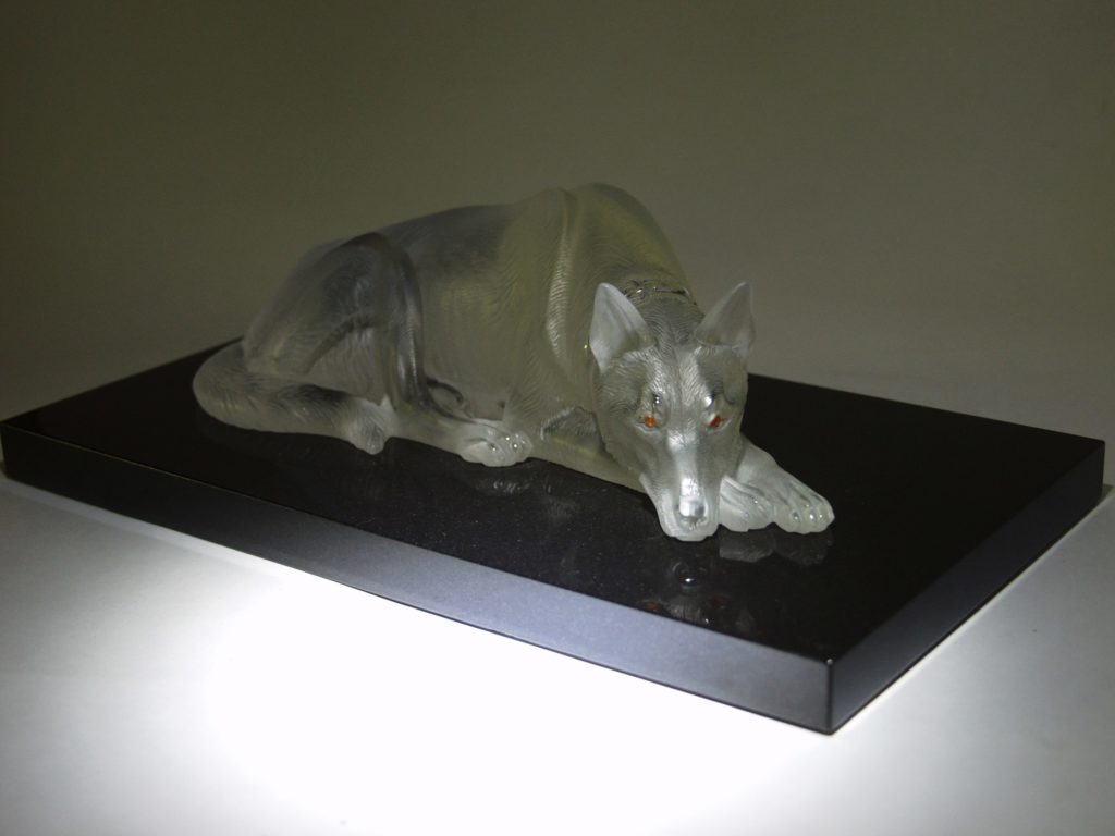 Rock crystal carving work Friend by artist Dmitriy Emelyanenko