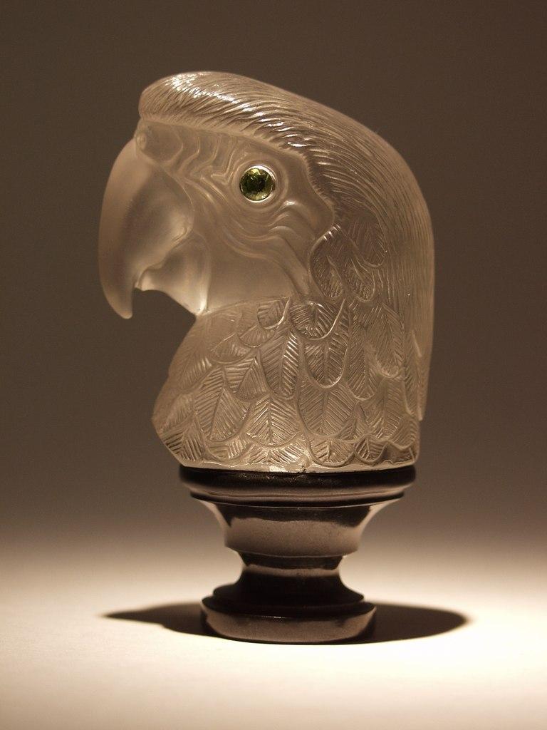 Gemstone carving artwork Parrot by Dmitriy Emelyanenko