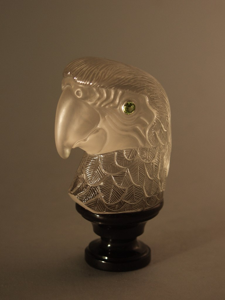 Gemstone carving work Parrot by artist Dmitriy Emelyanenko