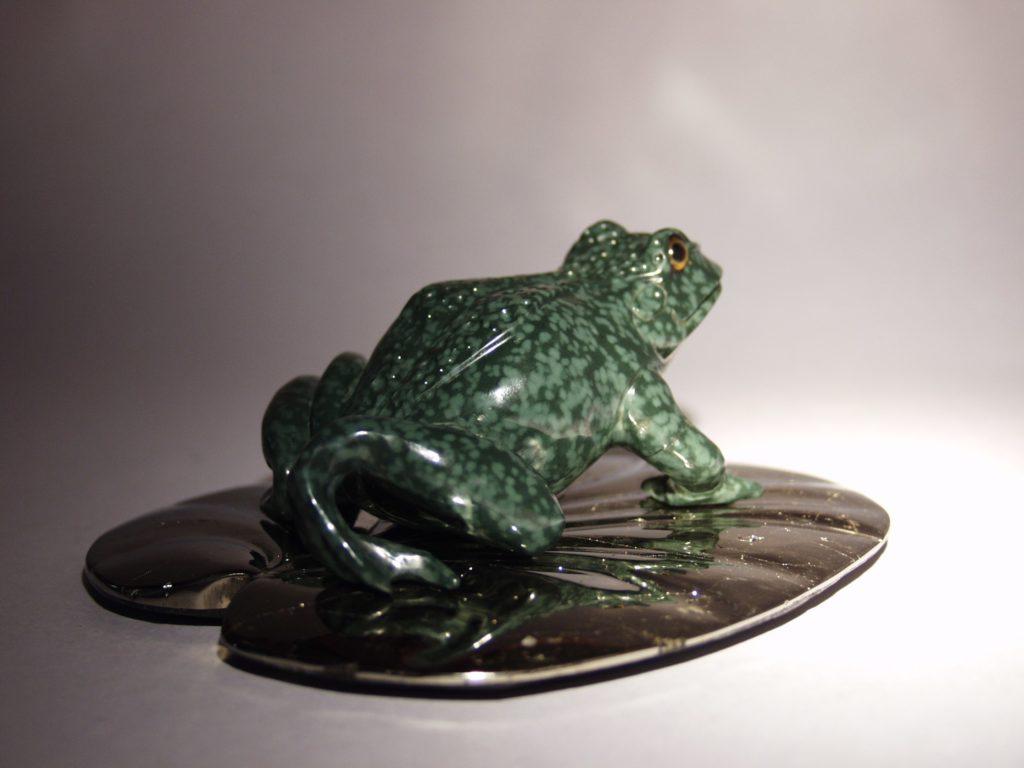 Gemstone work Frog by stonecutter artist Dmitriy Emelyanenko