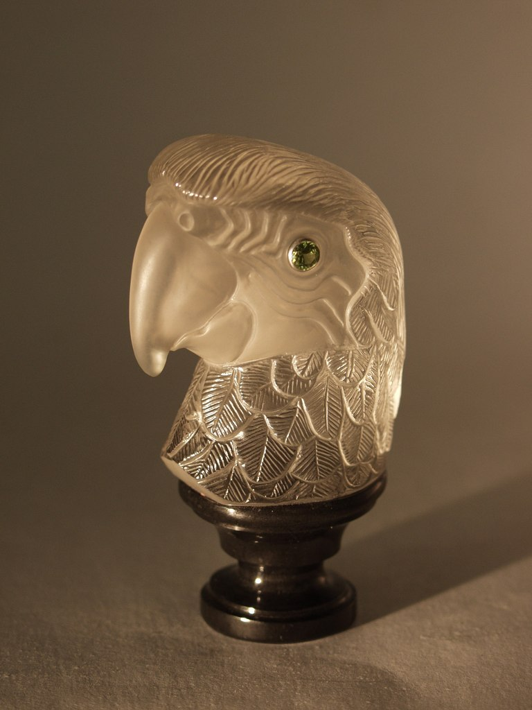 Hardstone carving artwork Parrot by stone carver Dmitriy Emelyanenko