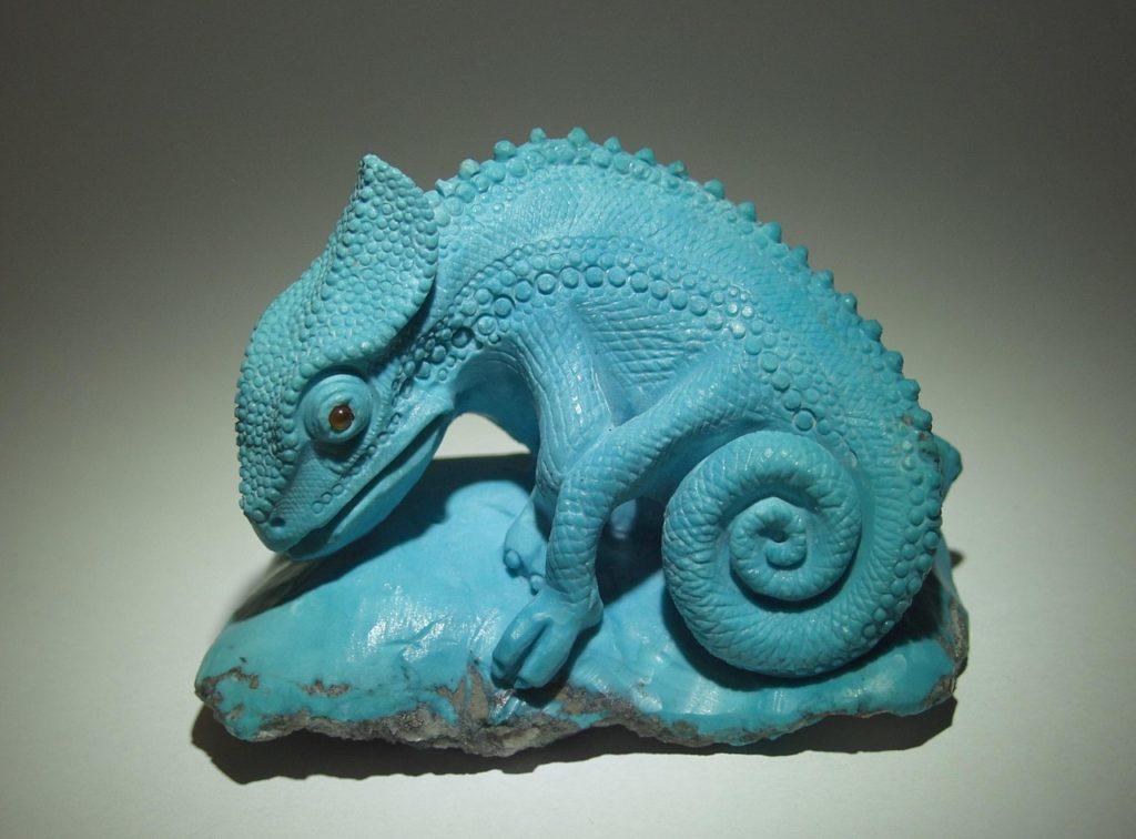 Hardstone carving work Chameleon by stone carver Dmitriy Emelyanenko