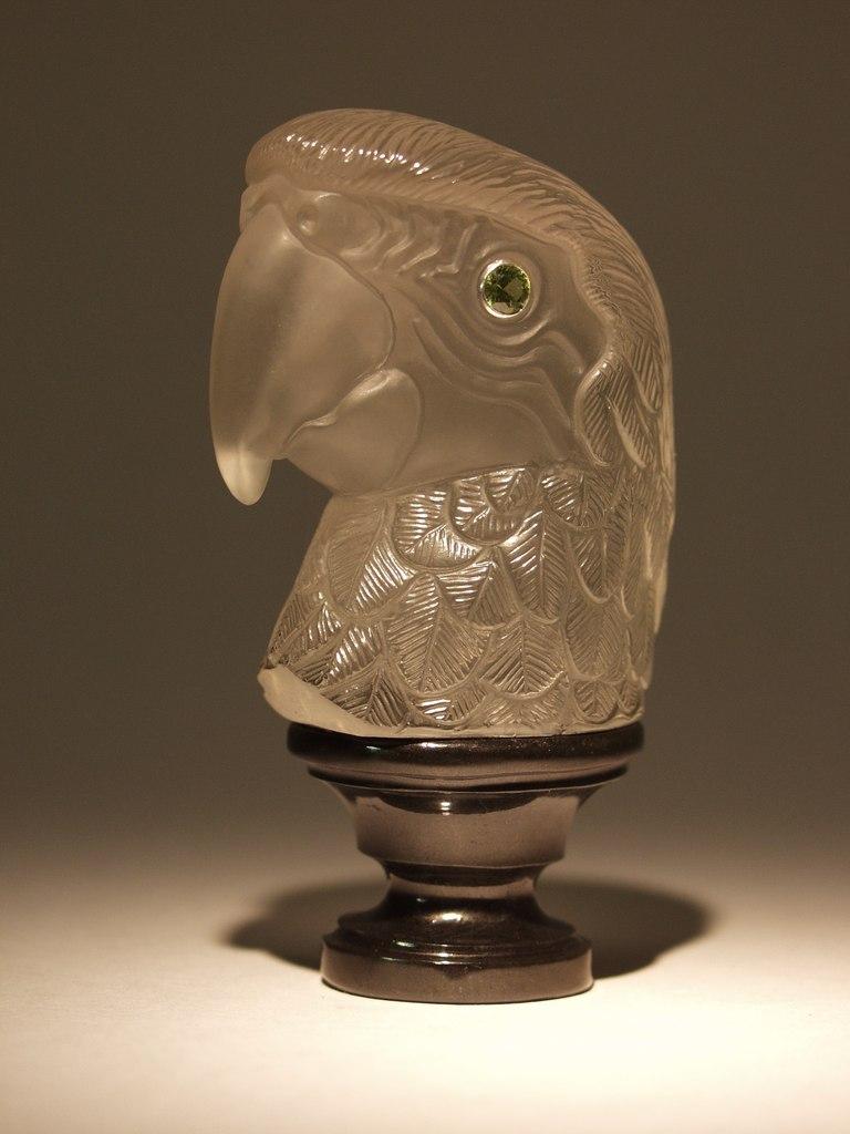 Rock crystal cutting artwork Parrot by stone carver Dmitriy Emelyanenko