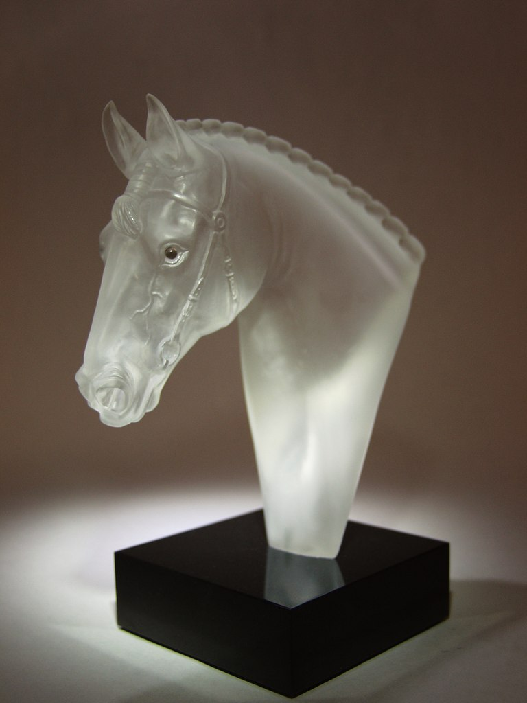 Rock crystal cutting artwork Show jumping by stone carver Dmitriy Emelyanenko