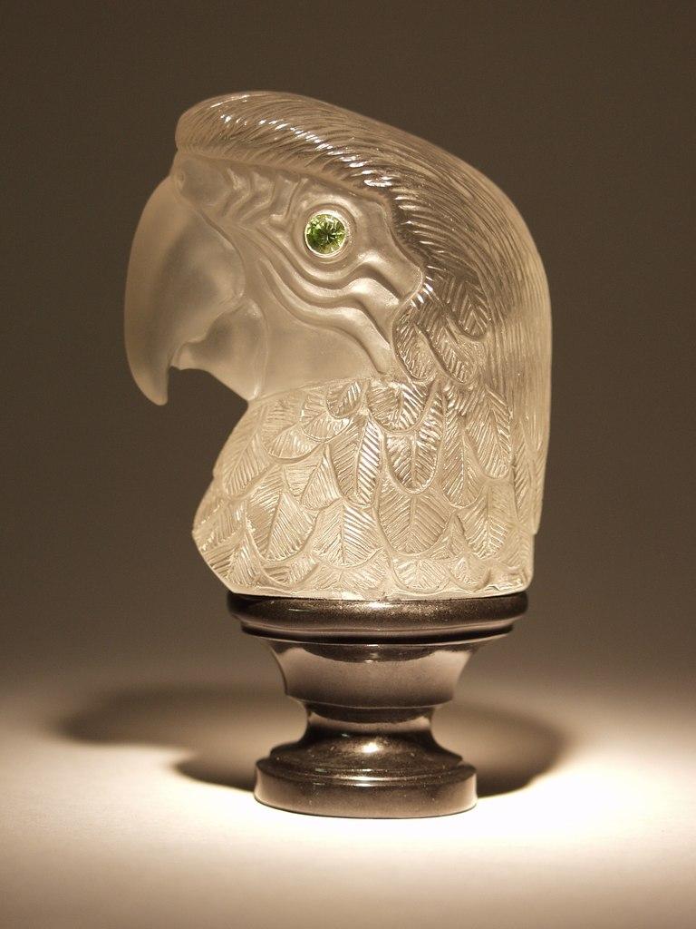 Rock crystal cutting work Parrot by hardstone carver Dmitriy Emelyanenko