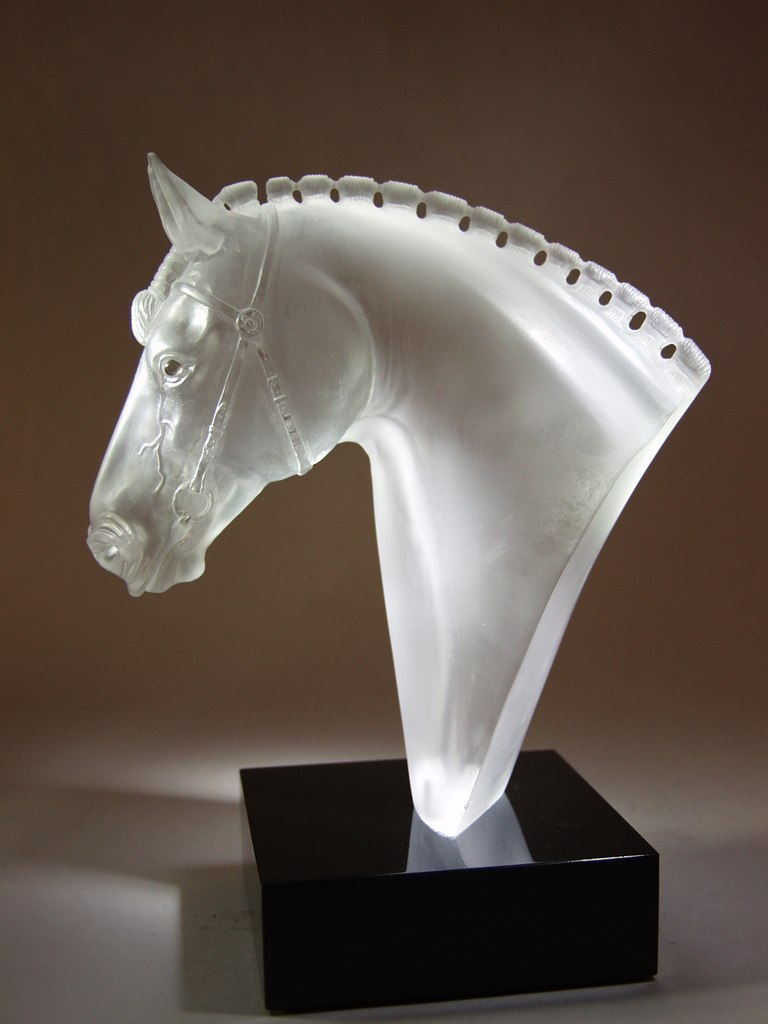 Rock crystal cutting work Show jumping by stone carver artist Dmitriy Emelyanenko