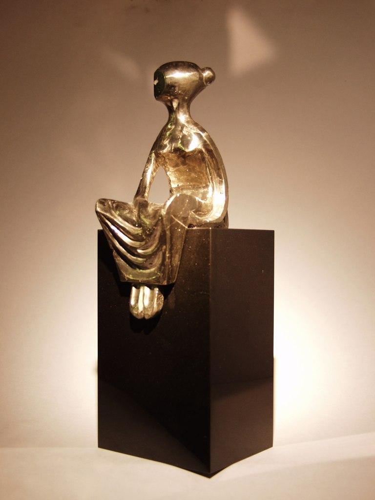 Stone Contemplation by artist Dmitriy Emelyanenko