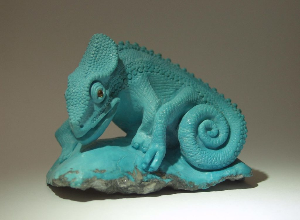 Stone cutting artwork Chameleon by artist Dmitriy Emelyanenko