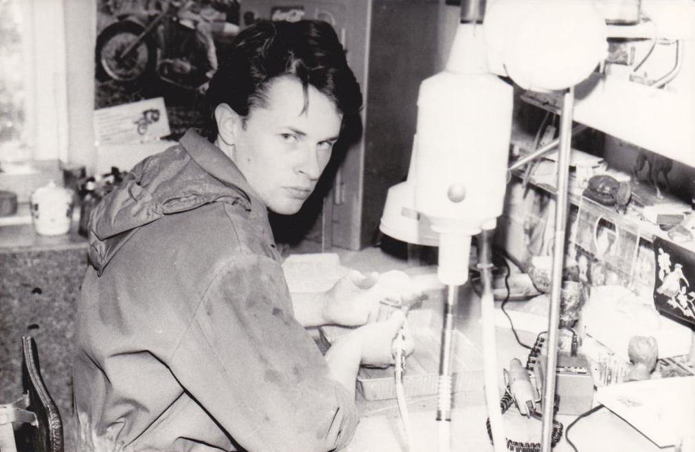 Емельяненко Дмитрий Николаевич в процессе обработки камня.