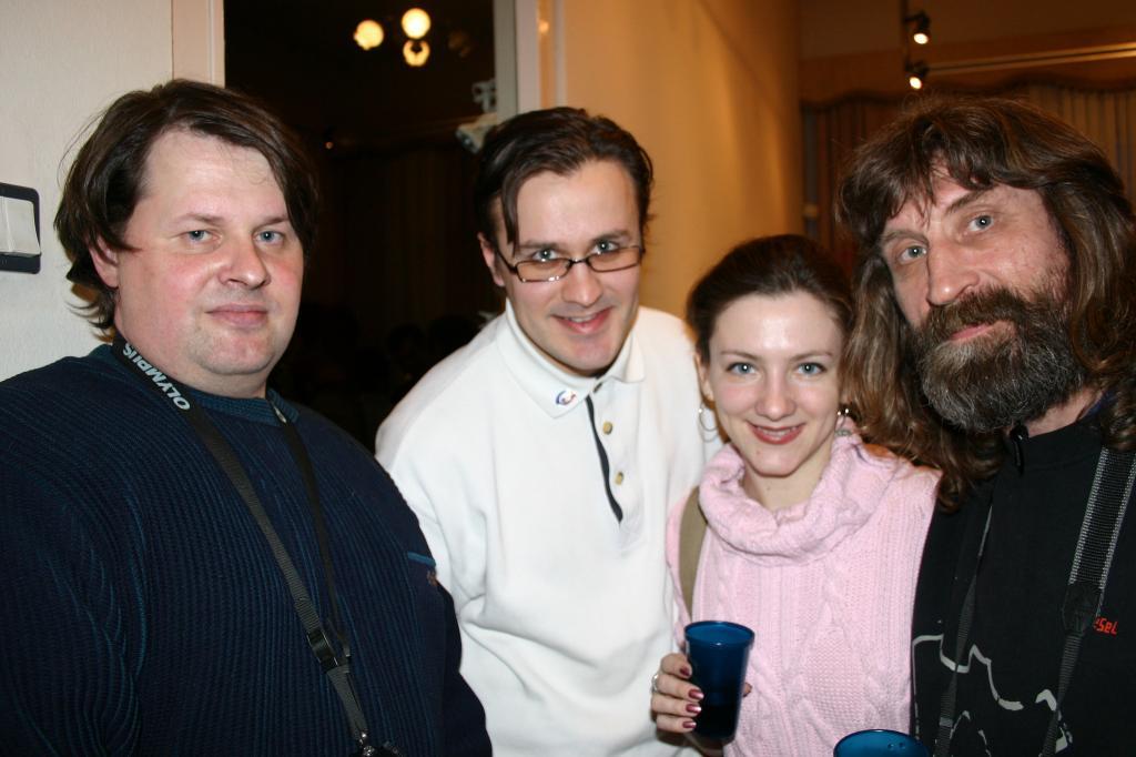 Дмитрий Емельяненко и Валерий Игнаткин с сыном, на юбилее художника-камнереза Анатолия Жукова